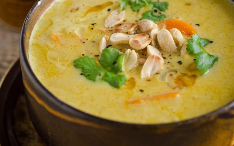 Sopa cremosa de patata y maní