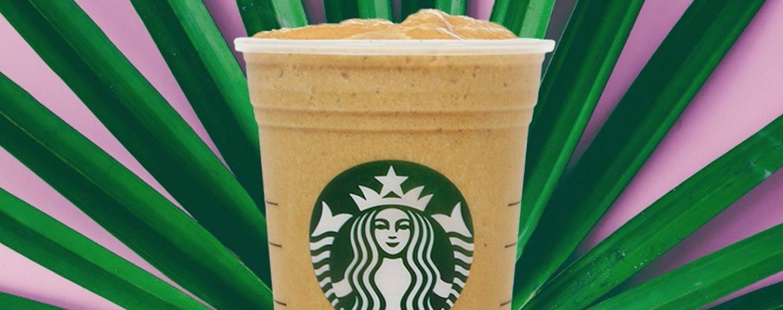 La estrategia de Starbucks para reducir su impacto ambiental incluye alimentos veganos