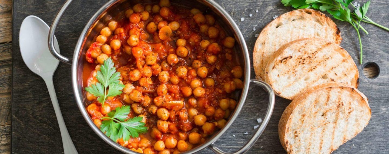 Cozido simples de Grão-de-bico com molho de tomate