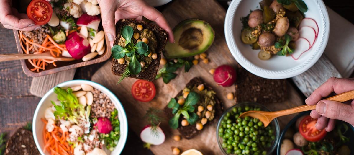 Aprenda a montar um prato vegetariano saudável em qualquer lugar